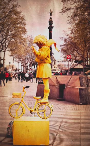 City Outdoors Real People Sky Day People IPhone Iphoneonly IPhone7Plus Iphonephotography ÍPhotoJournal PhonePhotography City HumanStatue Staystill Yellow Hipstamatic