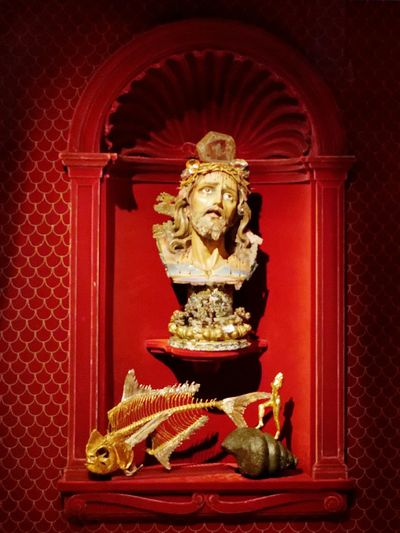 Teatre-museu Dalí Fish Bones Shell Fish Jesus Christ Red Red Color Surrealism Surrealist Art Dalí Dali Museum Sculpture Statue Statue Sculpture Gold Gold Colored Red Religion Close-up