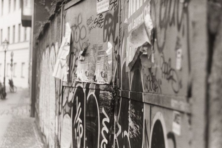 Grungy Berlin Built Structure Analogue Photography Architecture Close-up Berlinography First Eyeem Photo