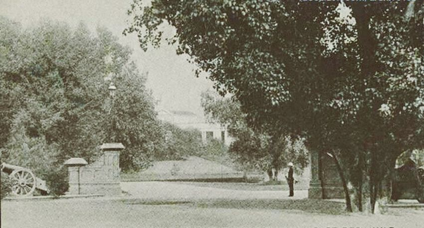 Lahore Pakistan 1895 Britsh Era Guard MallRoad ❤ Blackandwhite
