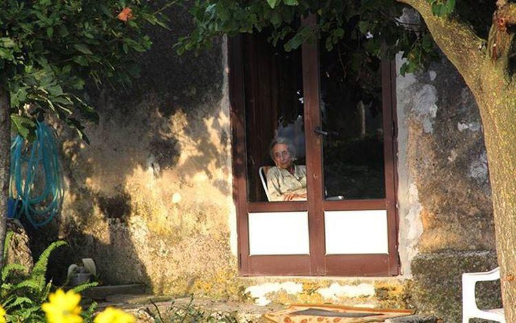 Dallafinestradicasa Signora Casa House Shtepi Grua Woman Landscape Italy