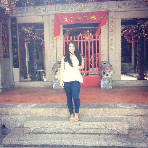Getting my fortune told in the beautiful temples of Singapore! 🙈🙉🙊🇸🇬🎊🙏🏻 Singapore Goodfortune Temples Traveling