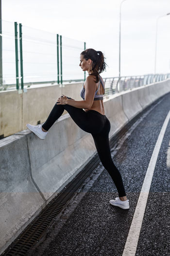 Bridge Day Exercising Female Fitness Full Length Healthy Lifestyles One Person Outdoors Person Practicing Railing Real People Sports Clothing Warming Up Young Adult Young Women Fresh On Market 2017