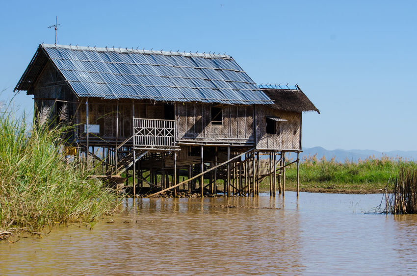 #birmania #burma #Myanmar #water Architecture Beauty In Nature Built Structure Day Grass Iledelareunion Inle Lake Inle Lake, Shan State Nature No People Non-urban Scene Outdoors Sky Water Myanmar Myanmarphotos Myanmar View Birmania