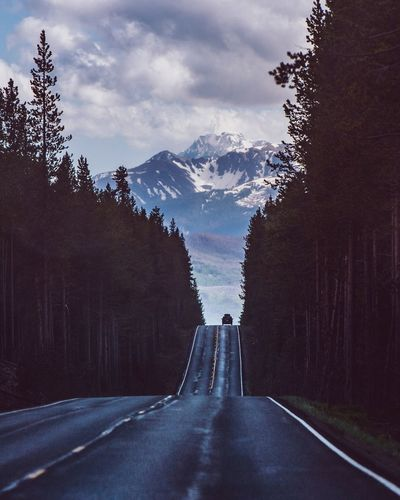 Mountain road Travel Destinations Adventure Wyoming EyeEm Best Shots - Nature EyeEm Best Shots Sky Direction Road Transportation The Way Forward Mountain Cloud - Sky The Great Outdoors - 2018 EyeEm Awards Summer Road Tripping It's About The Journey