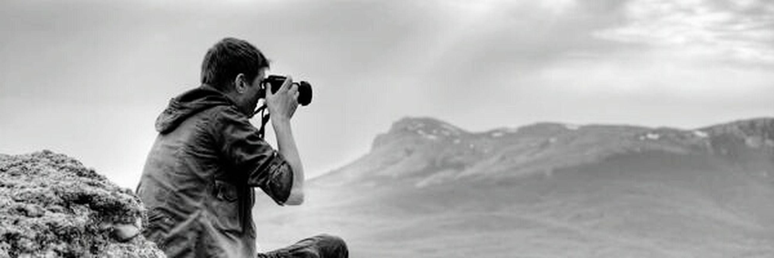 mountain, leisure activity, lifestyles, warm clothing, mountain range, three quarter length, focus on foreground, hobbies, enjoyment, holding, beauty in nature, casual clothing, non-urban scene, remote, nature, scenics, tranquility, majestic, sky, outdoors, tranquil scene