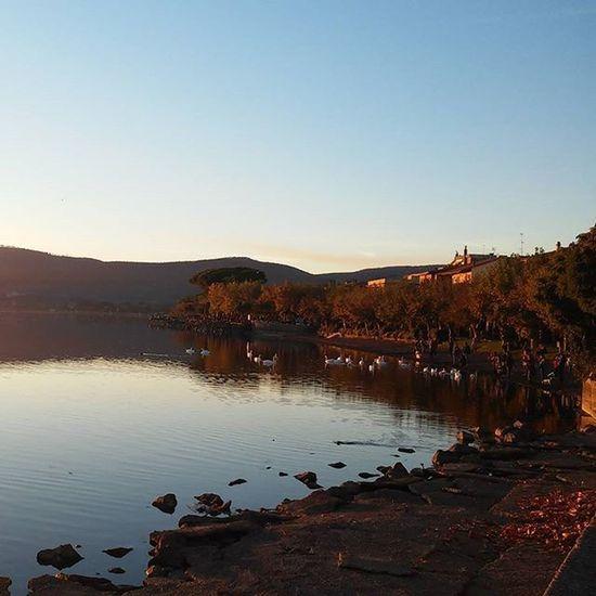 8 novembre 2015 Trevignano Romano Trevignanoromano Lagodibracciano Lake Lago Noeffect Nofilter Italia Tramonto Reflection Lakeview