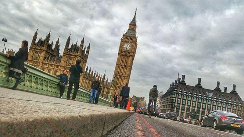 Westminster Bridge and Big Ben today.. Westminsterbridge Bigben Riverthames Housesofparliament Riverthames Greatbritain GB London
