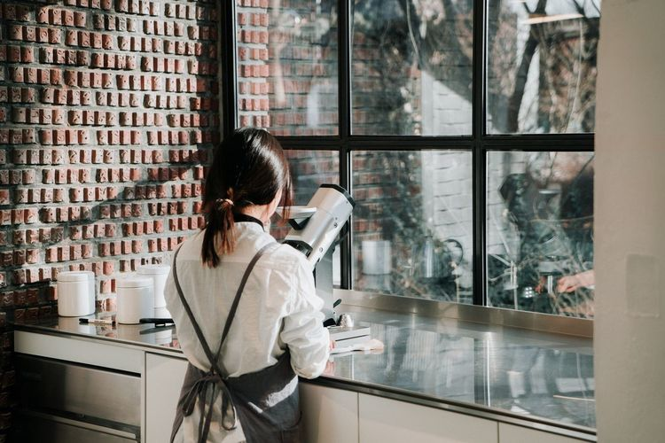 Cafe Coffee Seoul Barista A7RII Window Day Friends Americano Sony
