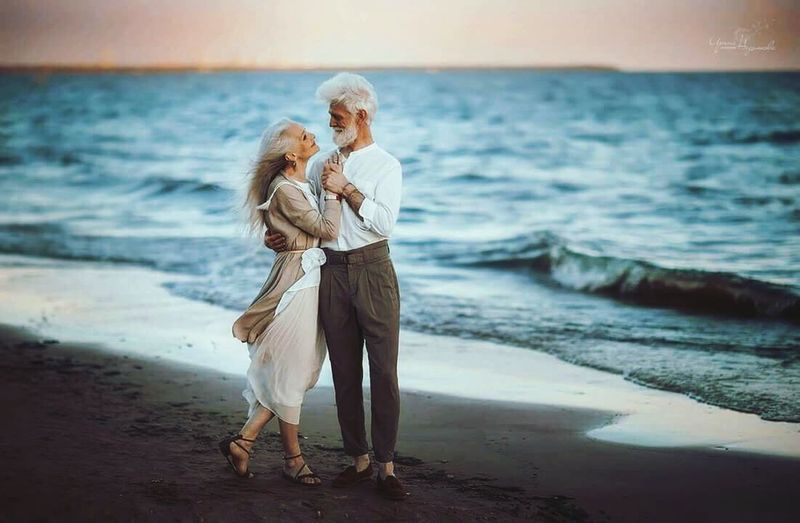 Love Beach Two People Horizon Over Water Nature Couple Happiness