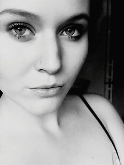 Eyes Goodday That's Me Face Woman People Faces Seriousness  Portrait Blackandwhite heyo! ;>