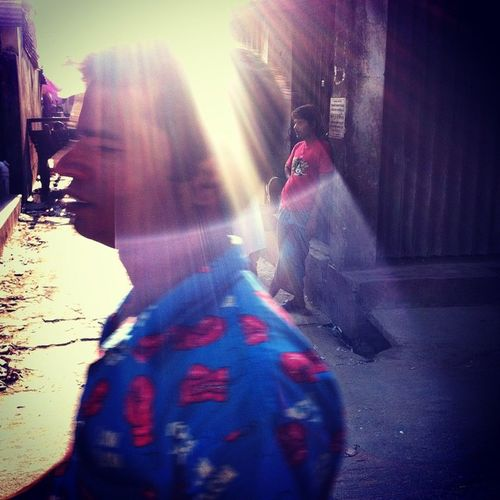 the daily light ! Js Photographer Dailylife Light Ray People Streetphotography IPhone Insta Photojournalism Documentary Opensociety Reportagespotlight Chittagong Bangladesh Chottogram Instagram Everydaybangladesh