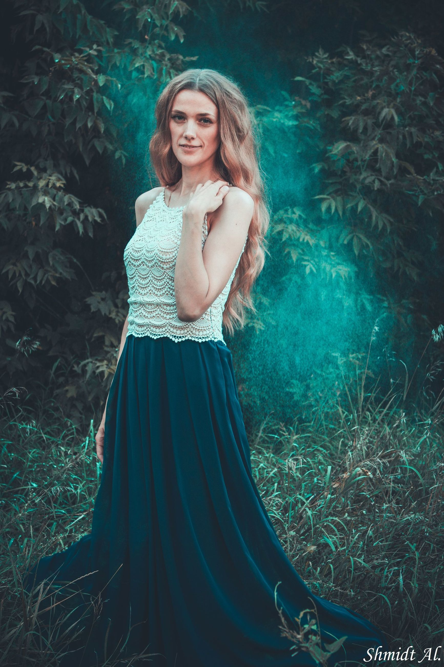 young women, long hair, young adult, portrait, looking at camera, standing, smiling, leisure activity, one young woman only, person, beauty, beautiful people, green color, casual clothing, straight hair, day, content