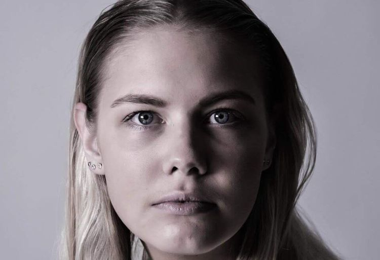 Studio Shot Looking At Camera Portrait Headshot Gray Background Human Face One Person Young Adult Blond Hair Human Body Part Beauty People Horizontal Young Women Close-up One Young Woman Only One Woman Only Adult Person Beaten Up