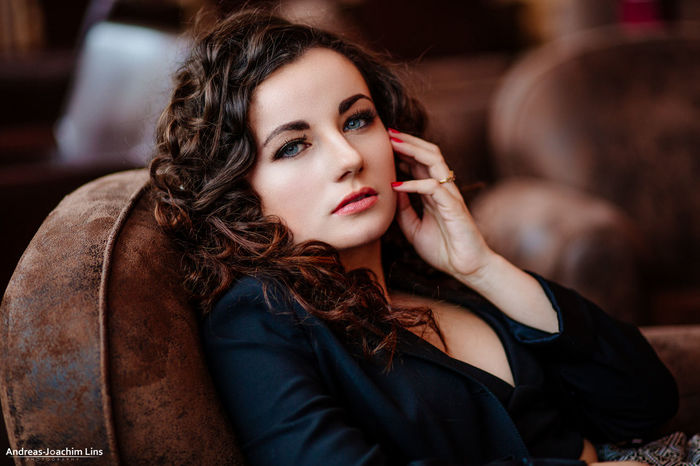 Silence Beautiful Portrait Girl Model Woman Portrait Of A Woman Beauty Glamour Model Shoot Color Portrait People Fashion Hannover Lounge Elégance Models EyeEm Best Shots - People + Portrait Elegance Everywhere The Portraitist - 2015 EyeEm Awards