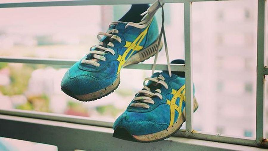 2 mùa Colormerun 2 mùa Prismarun vẫn quyết tâm ko giặt giày 👟👟 Photooftheday Sneakers OnitsukaTiger Asics