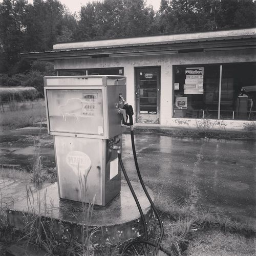 Closed temporarily Old-fashioned Old Building  Alabama Flomaton Fuel Pump Oil Pump Gasoline Gas Station