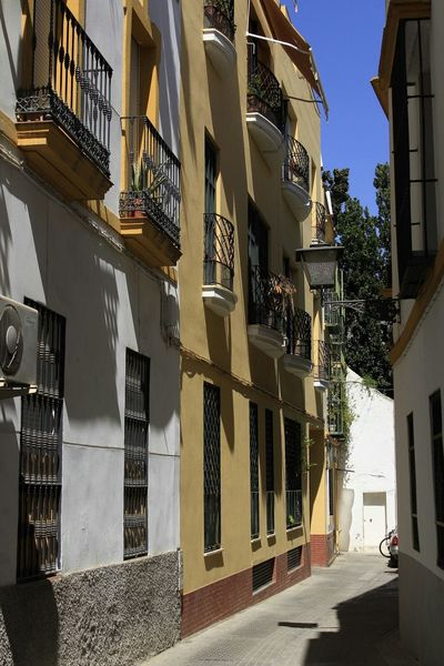 City City Life Day Sunny The Way Forward No People Shadow Shadows & Lights Shadow And Light Shadows On The Wall Downtown Sevilla Seville Spain ✈️🇪🇸