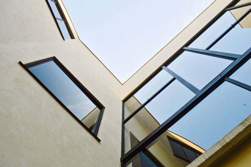 b r u t a l i s m Outdoors Paris Le Corbusier Villa Savoye Modern Modern Architecture Architecture Brutalism Brutalist Architecture Concrete Reflection Window Glass Reflection Building Exterior Building Architecturelovers Sky Built Structure Low Angle View Clear Sky No People Day Glass - Material Nature Pattern Geometric Shape Design Shape Metal Sunlight Skylight Directly Below Corbusier The Architect - 2019 EyeEm Awards