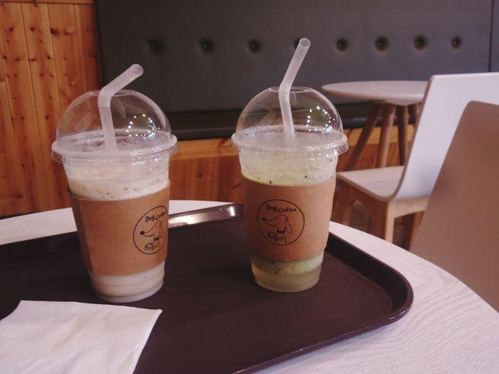 Cafe Dogcafe Dog Cafe Drink Smoothie Table EyeEm Selects Non-alcoholic Beverage Blended Drink Juicer Detox
