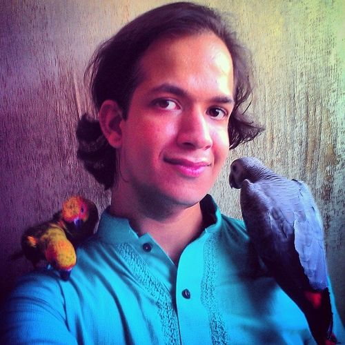 Greetings Dear Earthlings! specially the followers of the faith Islam. We wish you all a very happy eid and may you find much joy with your loved ones. Eid Sa'eed! Eid Mubarak!!! - Syed Umr, Titu, Mitu and Rio. Eid Greetings EidSelfie EidSaeed EidMubarak SelfieWithPets parrots SunConures AfricanGray