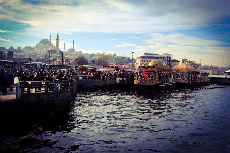 Yasaminkaresi Yaşamdankareler Eminönü Istanbul Turkey Hello World Yasam Anıyakala CarpeDiem  Moments Life The Week On Eyem Fotografturkiye Turkeyphotooftheday Eyem Gallery Yaseminmelek Urban Urban Lifestyle