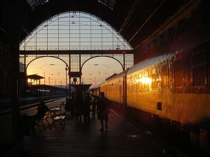 Beautiful sunrise at one of most beautiful railways stations in Europe - Budapest Kelei Payaudvar. Architecture Budapest Budapest, Hungary Keleti Pályaudvar Keleti Railway Station Railroad Station Railway Station Sunrise Sunset Train Train Station