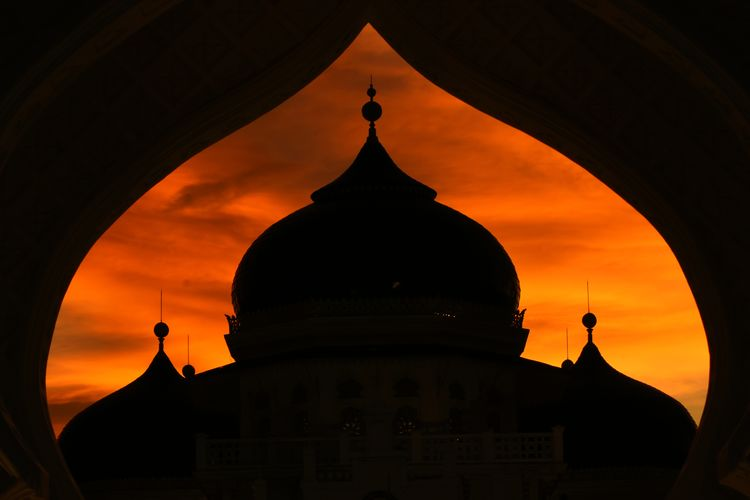 Baiturrahman grand aceh mosque Aceh Architecture Built Structure Dome Building Exterior Sunset Religion Place Of Worship Belief Spirituality Sky Orange Color Building Silhouette No People Travel Destinations Nature Travel History The Past Low Angle View Outdoors Spire