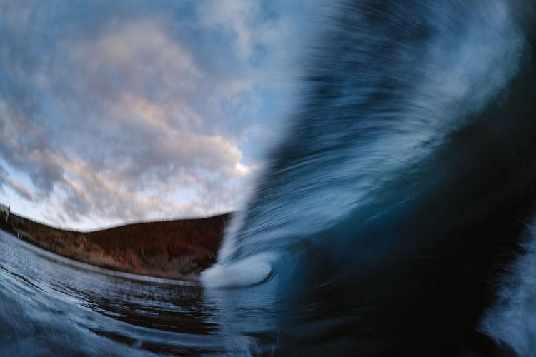 Wave breaking in long exposure on the beach