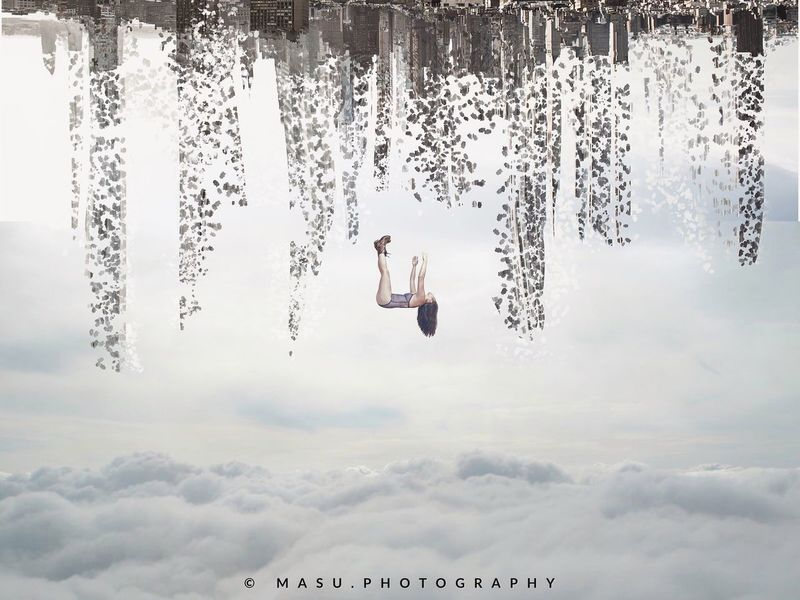 """""""De caída libre, en un mundo que cada día se va destruyendo poco a poco"""" Digital Art"""