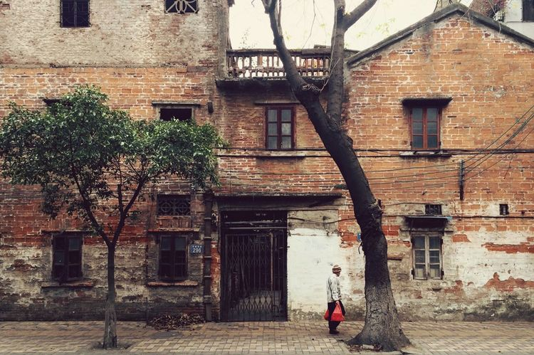 Walking home from grocery shopping Traveling In China 番禺 EyeEm Best Shots Check This Out Shootermag IPhoneography EyeEm Gallery Streetphotography Asian Culture Old Buildings