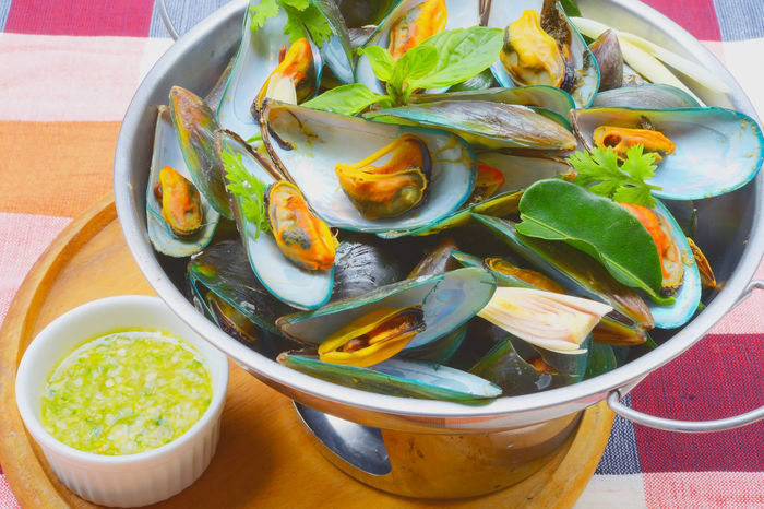 Thai Food steamed mussels with basil and lemongrass. Eaten with spicy sauce. Seefood Thaifood Spice Cooking Menu Mussel Asiafood Cuisine Delicious Shelfish Food And Drink Food Ready-to-eat Close-up Food Stories