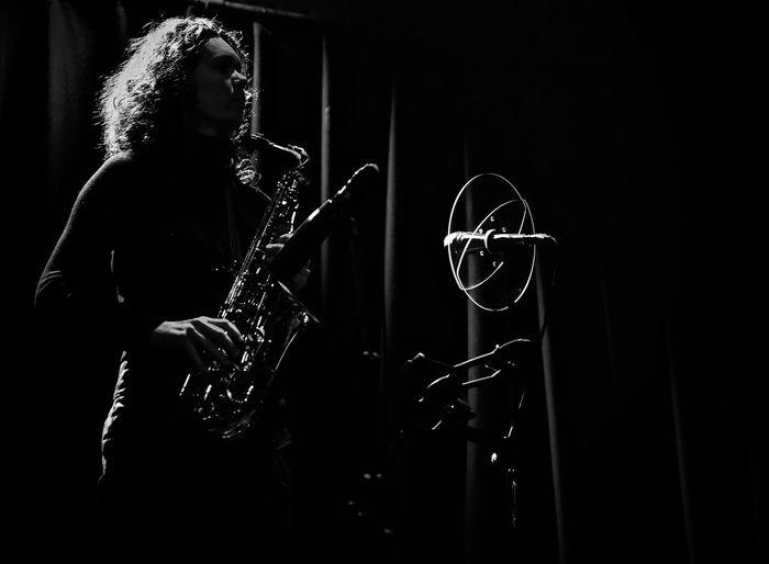 Dark One Person Night Woman Power Women Portraits Woman Wom Saxophonist Saxonia Saxy Saxophonelife Saxofone🎷 Saxy Girl