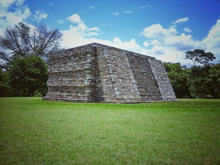 Mixco Viejo Guatemala Secrets Guatemala Guatemala Sky Mayan Pyramid Mayan Wonders Mayan Culture Mayan Ruins Green Grass Architecture Architectureporn Architecture Official Photos EyeEm © Stone Material Stone Buildings Stonestructures