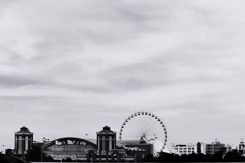 Navy Pier Amusement Park Ferris Wheel Architecture Urban Skyline Chicago Architecture Reedit Bnwphotography Noir Et Blanc Black And White Photography