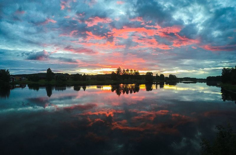 Just a wonderful sunrise in Sweden. Check This Out Hello World Enjoying Life Hi! Reflection Water Sun Nature OpenEdit Beautiful IPhoneography Panorama World Earth Landscape Photography EyeEm Gallery Photooftheday Europe EyeEm Eyemphotography Photo Countryside Summer Vibes Iphone6s