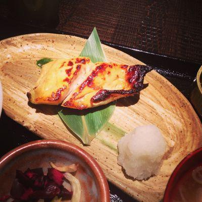 今日のお昼はさわらの焼き魚定食。(烤鰆魚定食)
