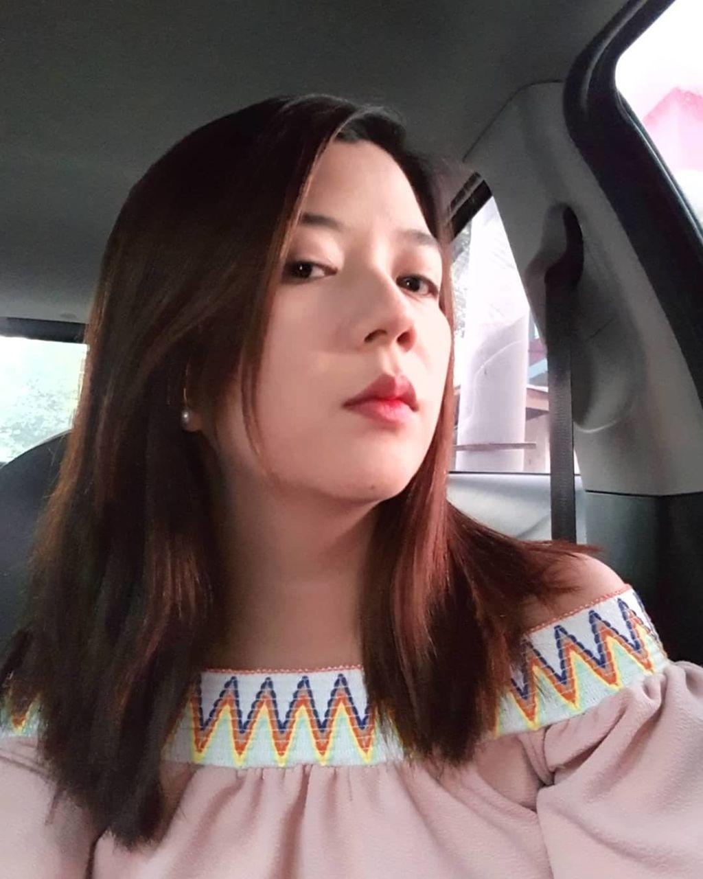PORTRAIT OF BEAUTIFUL WOMAN IN CAR IN BUS