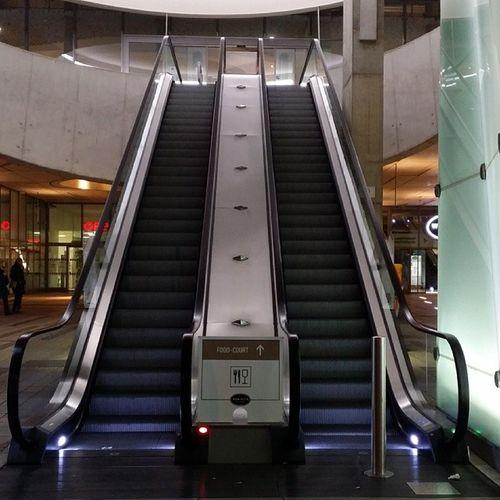 Vienna Underground - Wien Mitte Ubahn Wien Wienmitte Underground escalators
