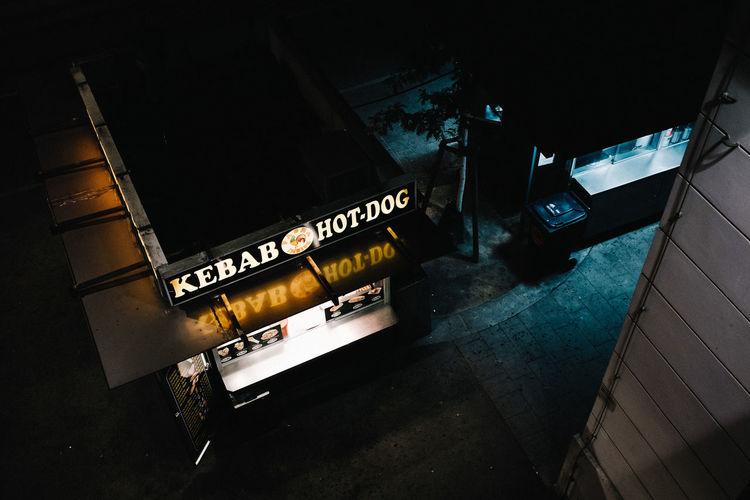 🌭 No People Architecture Night Lowlightleague City Nightphotography EyeEm Best Shots Building Exterior Built Structure Shootermag Lowlight Illuminated EyeEm Gallery EyeEmBestPics