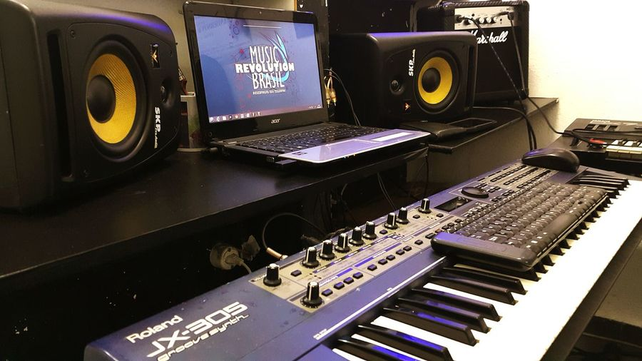 Saulo Valley music studio in @musicrevobrasil Music Musical Production SauloValley Setup