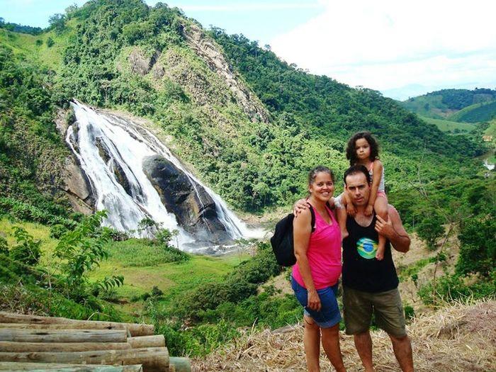 Família, ao fundo a cachoeira da fumaça em Matilde-ES-BR Relaxing First Eyeem Photo