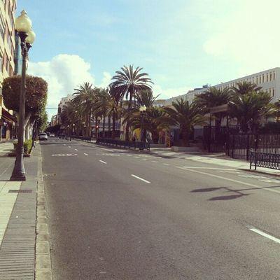 Fines de semana = Calles vacías, lo adoro! | Weekends = Empty streets, I love it! Tom ásMorales LasPalmas Laspalmasdegrancanaria LPGC Calle Vacía Empty Street Sun SunnyDay SunnyDay