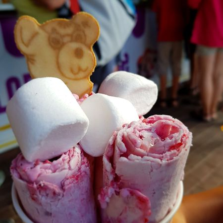 pyszne lody. EyeEm Selects Frozen Food Ice Cream Dessert Market Store Close-up Sweet Food Food And Drink