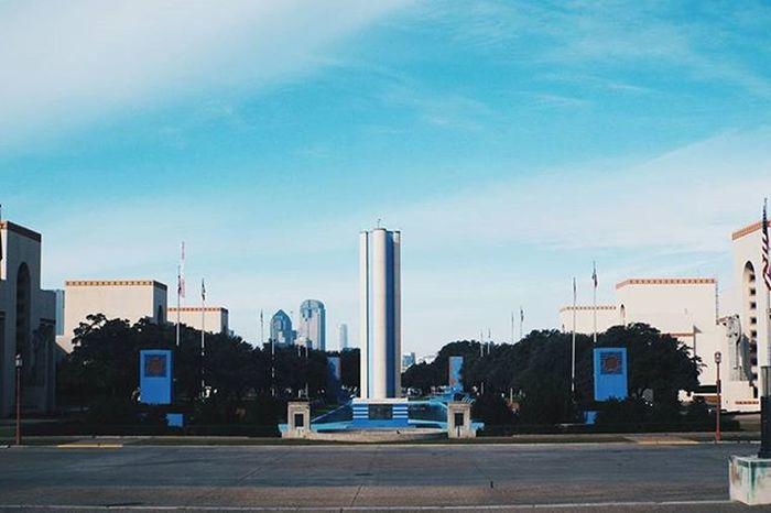 A capture of the quietness at Fair Park. An Artdeco explosion. Artsdecoratifs Architecture Esplanade Dallas FairPark Mydtd Dallasisdallas Igdallas Instadfw Instadfw_jan Fujifilm Vscophile Vscoday Vscodaily Vscophile Vscocam Vscogood Visittexas Texas Symmetry
