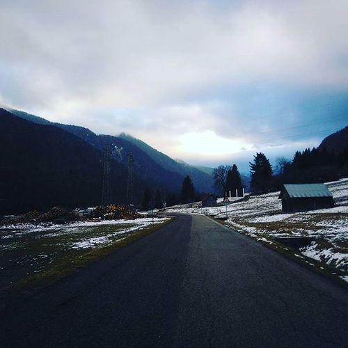 Verso un Futuro Sereno . Montagne Tarvisio Neve Snow Xmas Xmastime Picoftheday Contrasti Nuvole Cloud Instalove