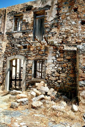 Imagine As A New Abandoned Architecture Architectural Detail Stone Building Stone Wall Stone House Stone Buildings Old Ruin Architecture Close-up Urban Photography Architecture Photography Urban Architecture Urban Exploration Embrace Urban Life Miles Away 3XSPUnity Art Is Everywhere The Secret Spaces