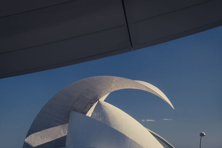 Architecture Auditorio De Tenerife Clear Sky Copy Space Curve Minimalist Architecture The Architect - 2018 EyeEm Awards Urban Geometry Arch Auditorio Auditorium Built Structure Connection Curves And Lines Day Design Metal No People Steel Street Sign