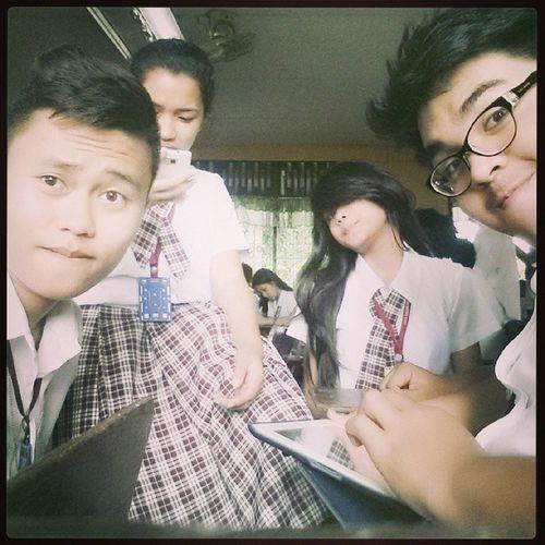 Throwback....lunch time! Elden Shivon Kien Me friends barkada uniform Thursday boring physics sheeett