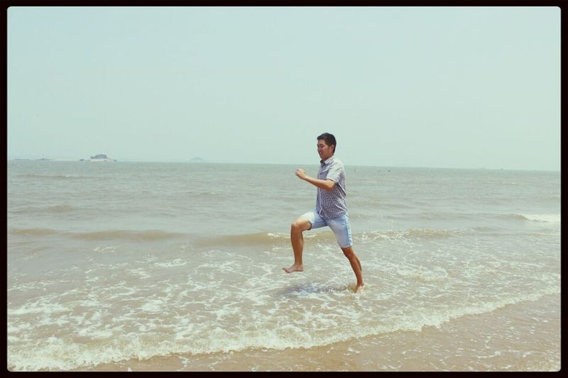 I will not fall,I will stand tall,feels like no one can beat me. Hello World Life Is A Beach